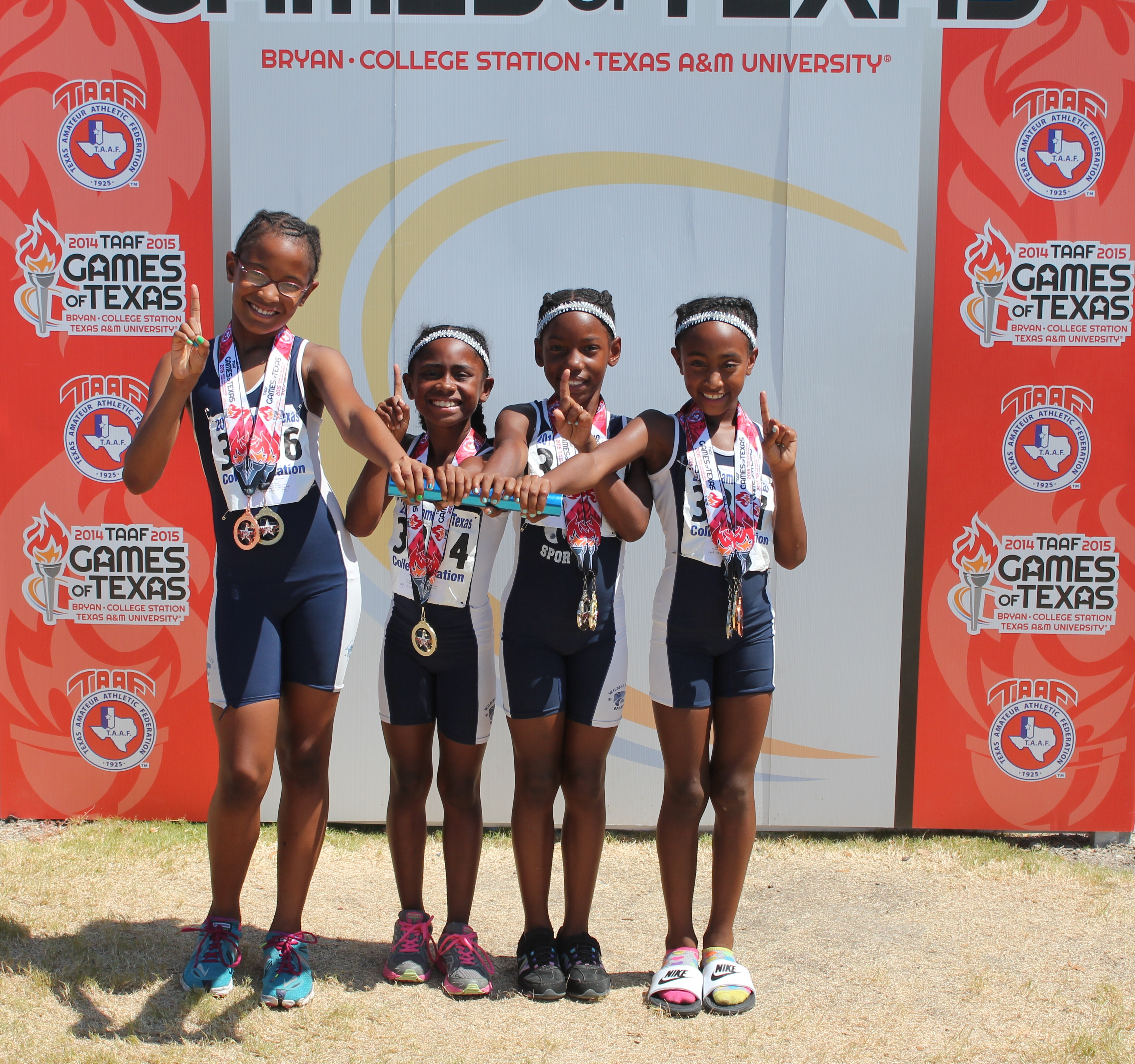 100RELAYTRACKTEAMSTATECHAMPS2015.JPG